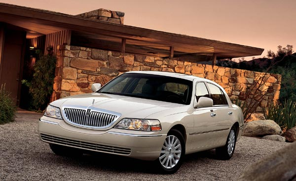 Обзор Lincoln Town Car  2002-года
