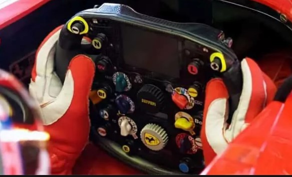 руль болида Формулы 1