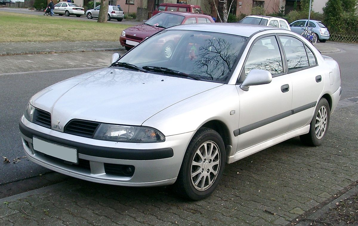 Mitsubishi Carisma – японский автомобиль