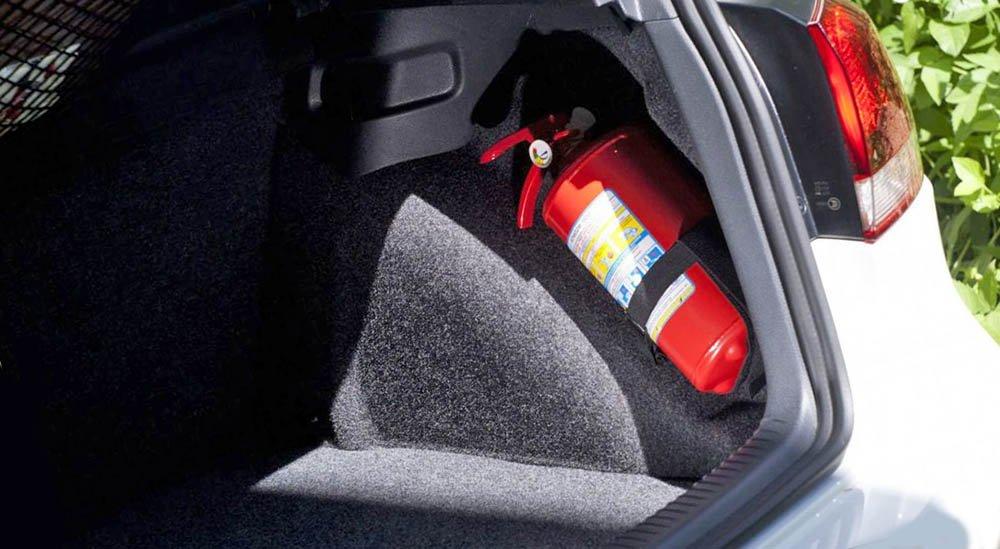 Нужно ли покупать огнетушитель в авто