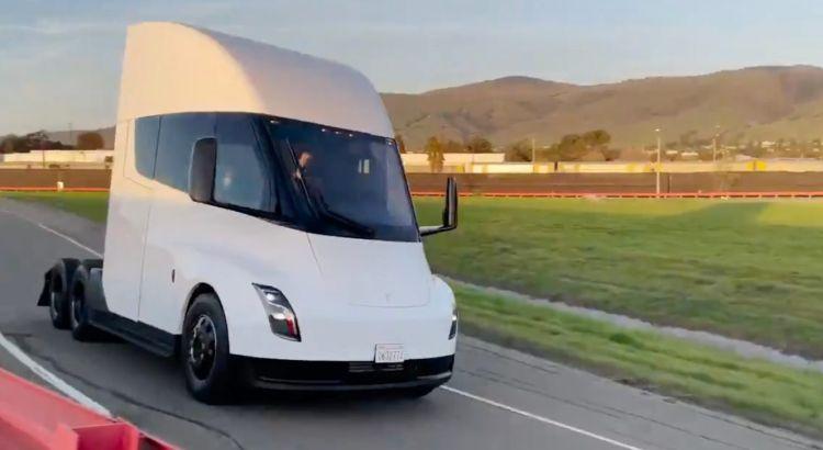 Испытательный заезд грузовика Semi Tesla. Видео
